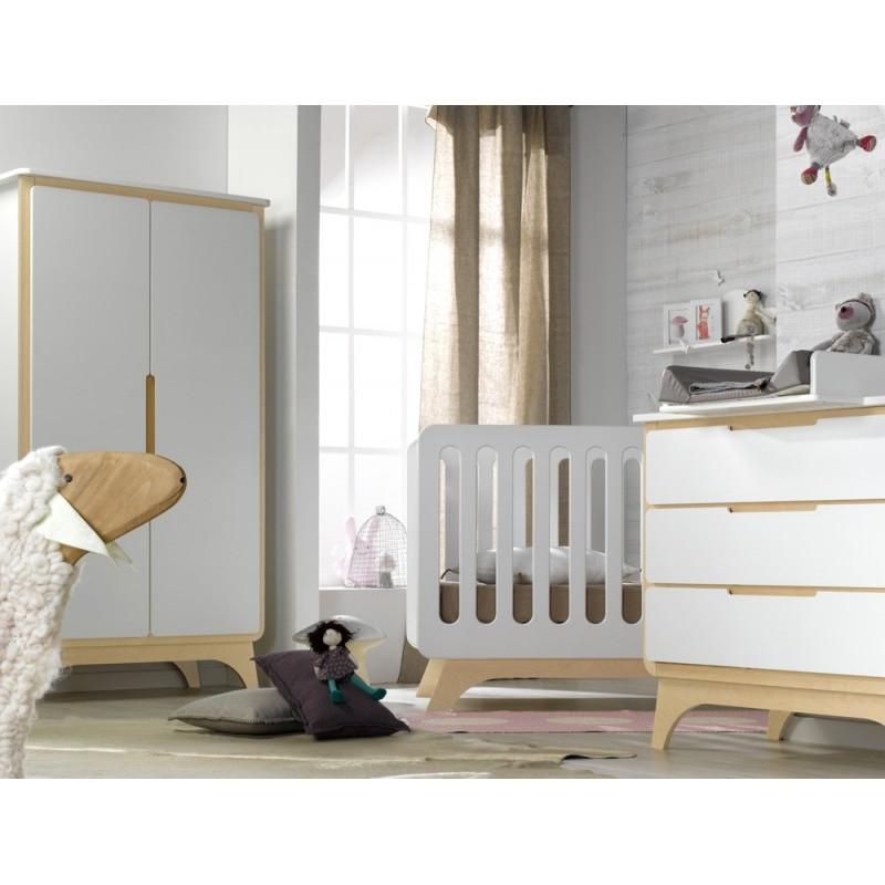chambre bébé, lit évolutif avec commode et armoire deux portes