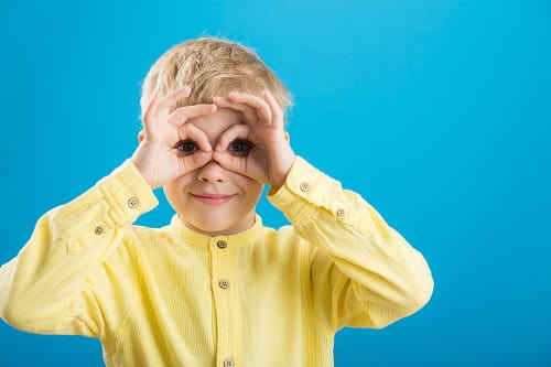 enfant mime lunettes